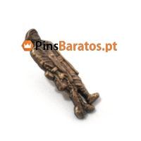 Pins prateados em relevo em cor ouro antigo